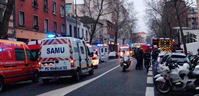 Muere una policía en un nuevo tiroteo en París