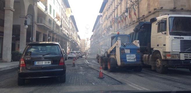 Tráfico lento en Jaume III por obras de asfaltado