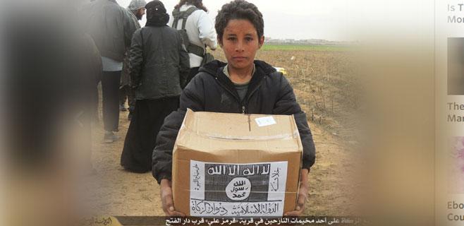 El Estado Islámico roba ayuda alimentaria y le pone su logo