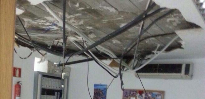 Cae una parte del falso techo de una sala de la sede central del Ib-Salut