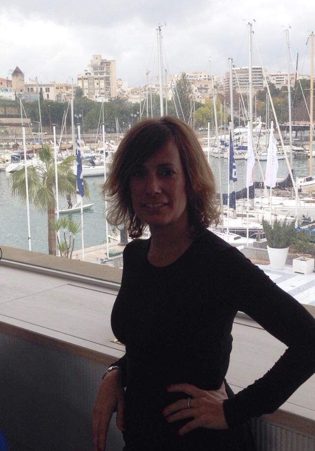 La regidora  Antonia  Fornarí  celebra  su  40  cumpleaños  rodeada  de  amigos