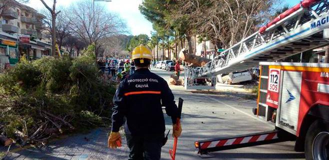 Protección Civil recomienda alejarse de rompientes de olas y retirar objetos