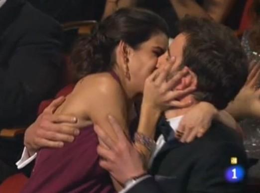 Dani Rovira y Clara Lago, beso