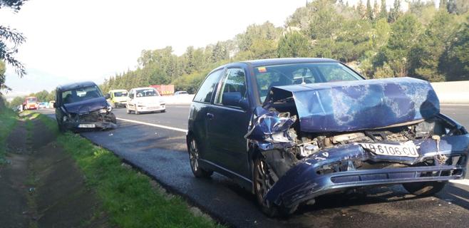 Varios coches implicados y 10 heridos en un accidente en la autopista de Inca