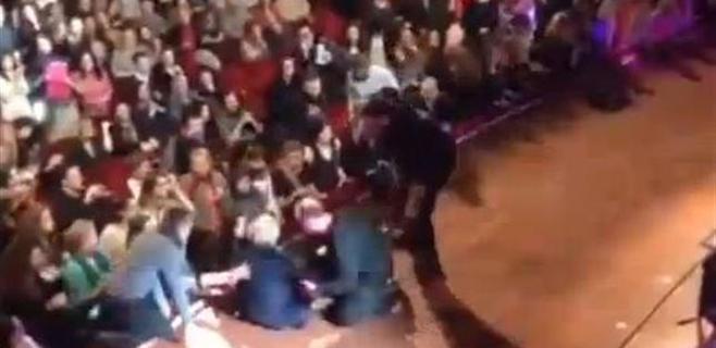 Franco Battiato se rompe el fémur al caer en pleno concierto