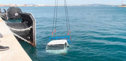 Cae un camión al agua en el Port de Palma