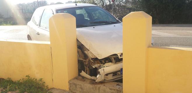 Cinco heridos leves al empotrar el coche contra un muro en Son Ferriol