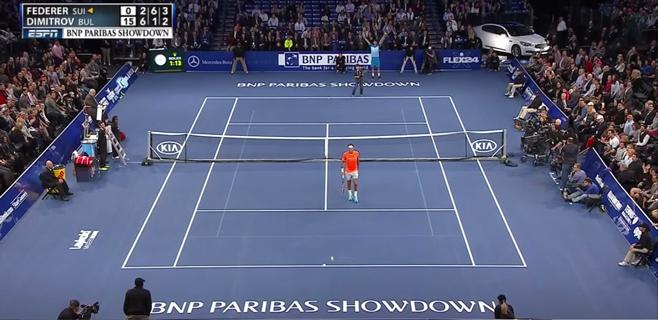 Un niño sorprende a Federer con un globo perfecto