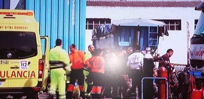 En estado crítico un hombre aplastado por un remolque en un taller de Palma