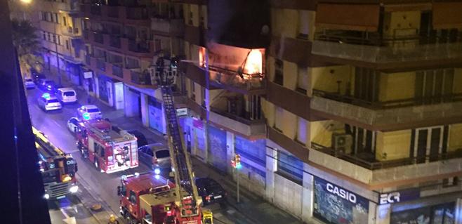 Muere un hombre en un incendio en Palma que afecta a 6 viviendas