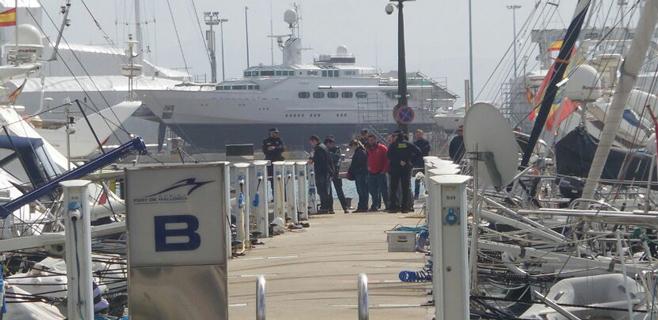 Hallado el cuerpo de una mujer de unos 70 años flotando en el puerto de Palma