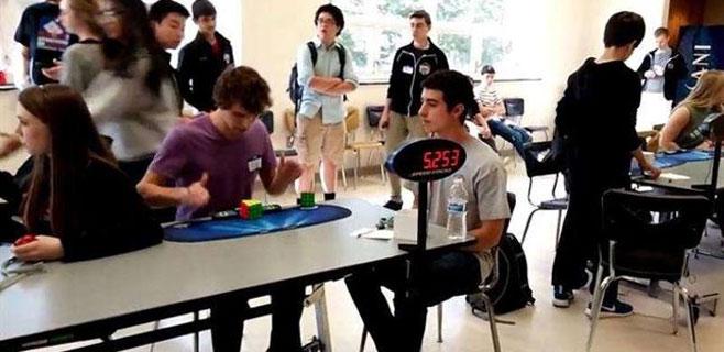 Nuevo récord mundial de cubo Rubik con 5,253 segundos
