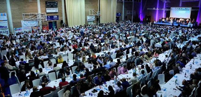 El PP arropa a Ruiz en la presentación de su candidatura ante 1.300 personas