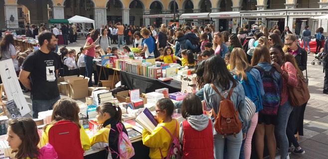 Palma se inunda de libros y rosas