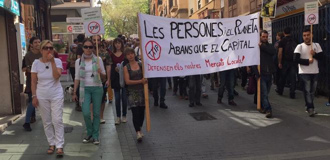 300 personas se manifiestan en Palma contra los TTIP entre EEUU y la UE