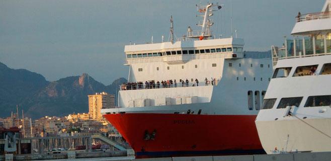 Palma acoge a los evacuados del ferry