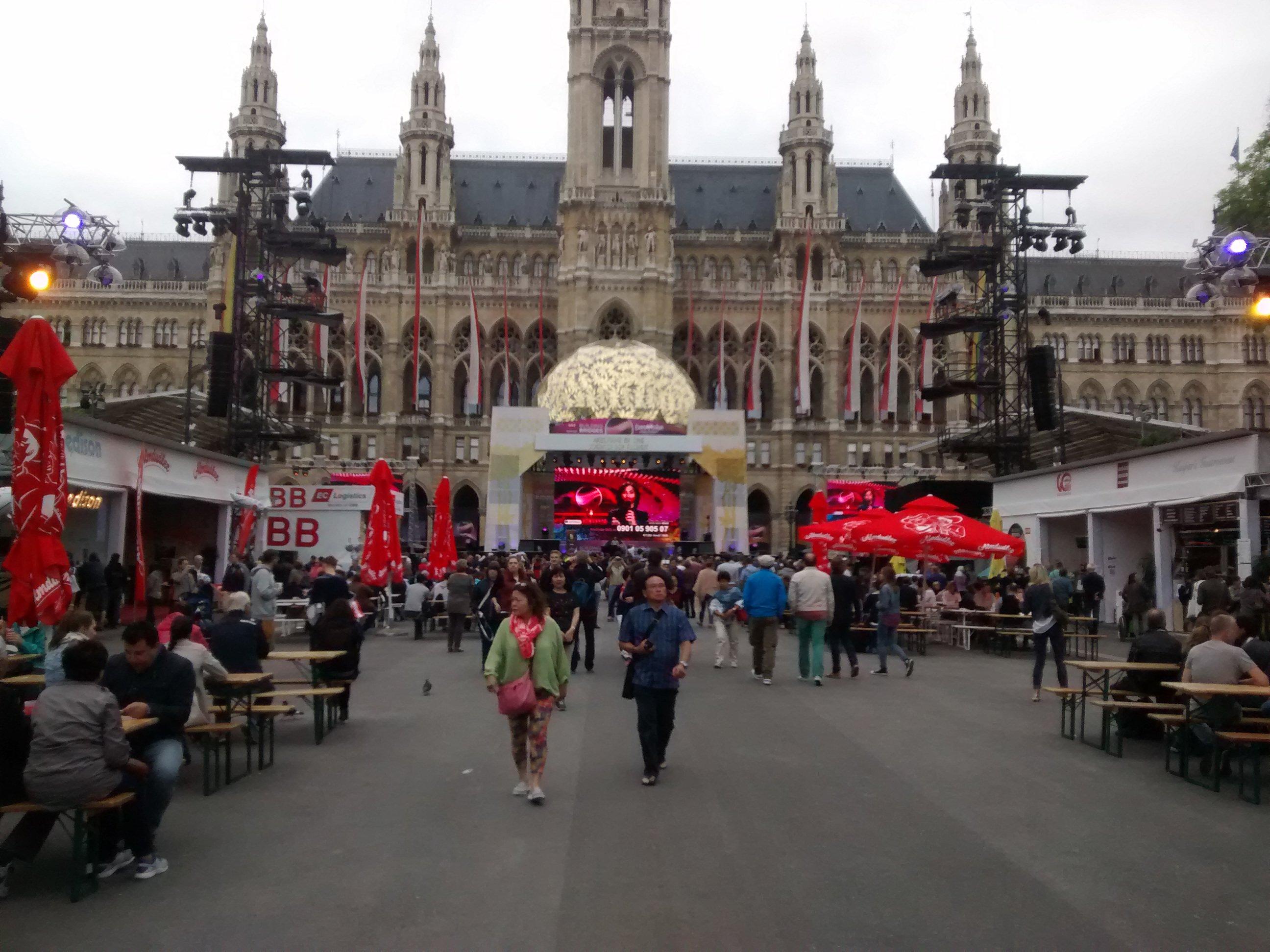 'Eurofans' mallorquines se desplazan a Viena: así vivieron Eurovisión 2015
