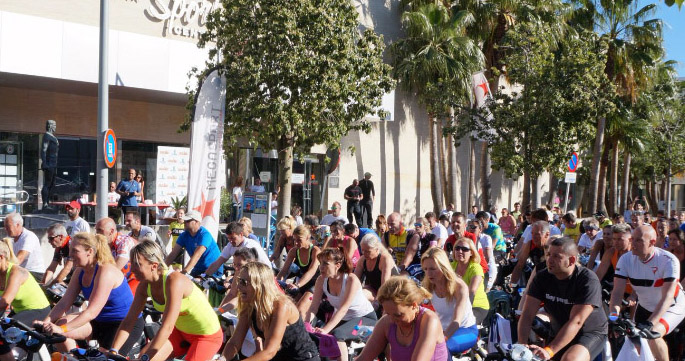 400 personas pedalean por la donación