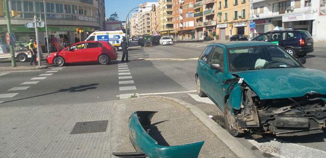 4 heridos leves en un accidente de dos coches en la calle Aragón de Palma