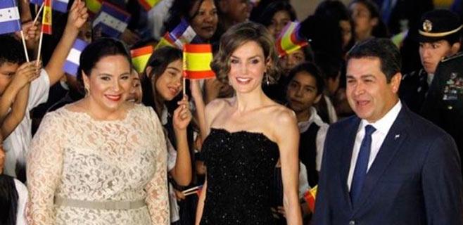 La reina Letizia causa furor en Honduras