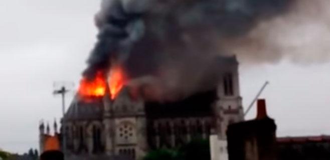 Un incendio arrasa la basílica de Saint Donatien en Nantes