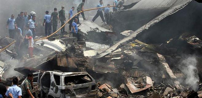 30 muertos al chocar un  'Hércules' contra un hotel