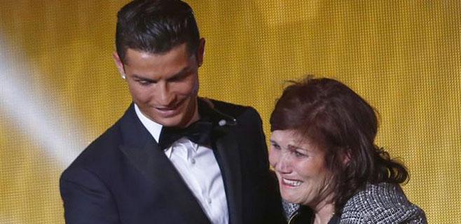 Retenida en Barajas la madre de Cristiano Ronaldo con 55.000€