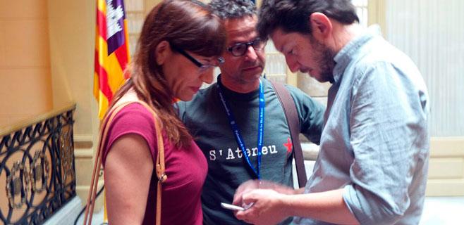 El estilo Podem llega al Parlament