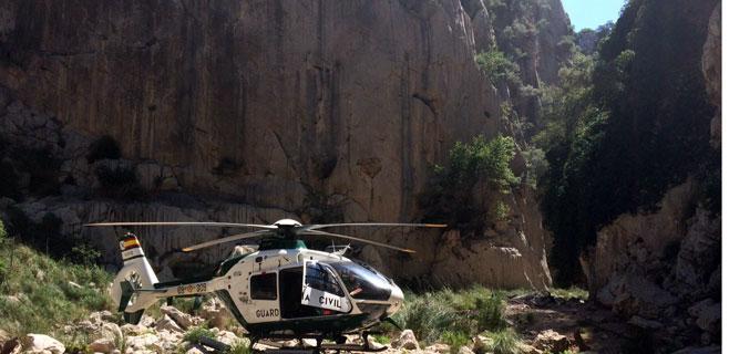 El helicóptero de la Benemérita rescata a una joven de Porreres en S'Entreforc