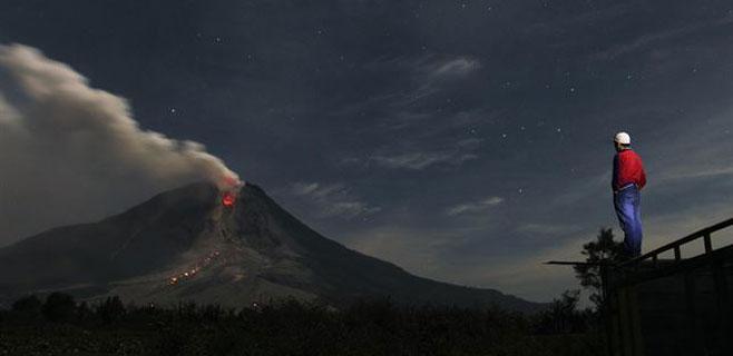 2.750 evacuados al aumentar la actividad del volcán Sinabung
