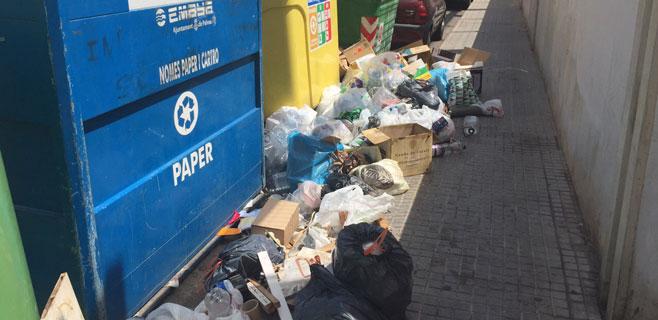 La basura se acumula en la calle Bisbe Maura de Palma