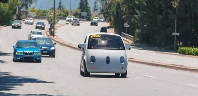 El coche de Google sufre un accidente por un fallo humano