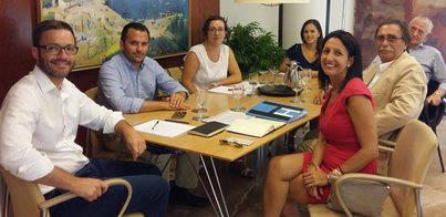 La Federación Hotelera pide a José Hila que amplíe los horarios comerciales