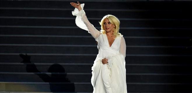 Lady Gaga se cae de bruces en un concierto en Mónaco