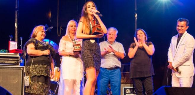 Alcúdia se vuelca con Lorena Ares y su Micrófono de Oro