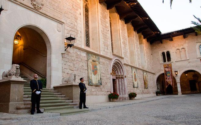 Galería de fotos de la recepción de los Reyes en la Almudaina