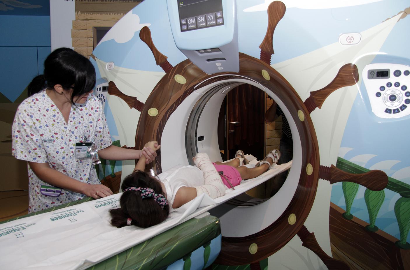 La TAC de Pediatría de Son Espases se convierte en un 'barco pirata'