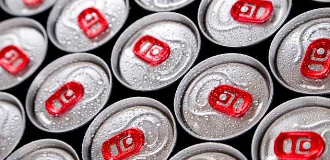 Pierde la vista por beber cada día 28 latas de bebida energética