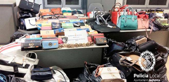 Requisados 600 productos de imitación en 3 locales de la Platja de Palma