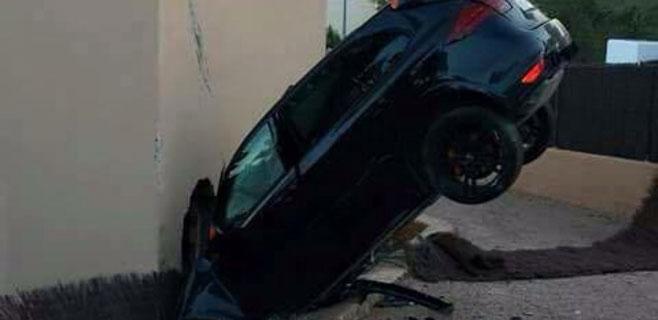 Un conductor ebrio se estrella contra una casa en Eivissa