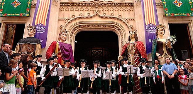 Fundació Jaume III acusa a Ensenyat de querer catalanizar el Consell