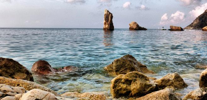 Hallada una patera sin ocupantes en Eivissa