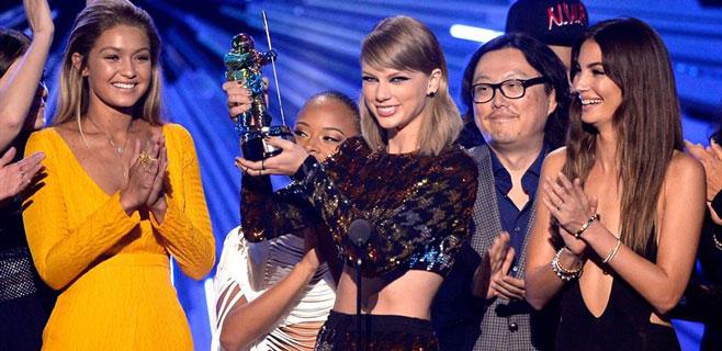 Taylor Swift arrasa en los MTV Video Music Awards