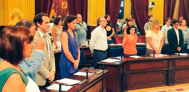 Minuto de silencio por la mujer asesinada por su expareja en Sant Jordi