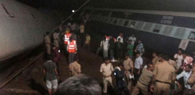 28 muertos por el descarrilamiento de 2 trenes en India