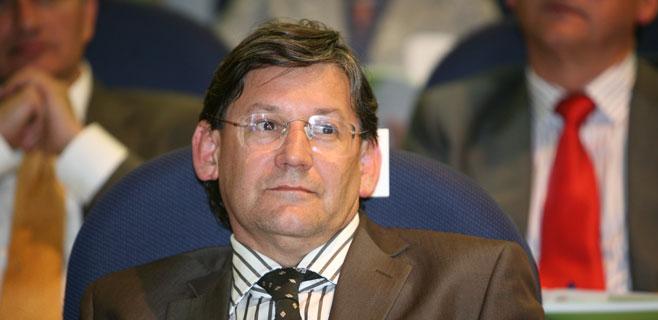 Treball contrata como asesor al hijo del vicepresidente del Parlament