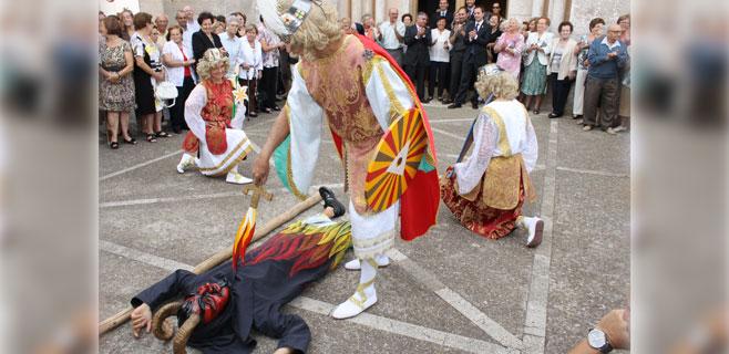 Calonge honra a Sant Miquel con el baile de los Arcàngels i el Dimoni