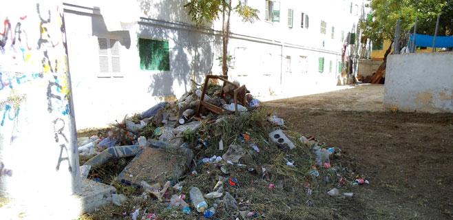 Retiradas 18 toneladas de residuos de los patios interiores del barrio de Corea