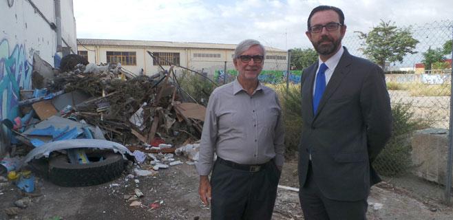 ASIMA retira 10.000 kg de residuos de una calle de Son Castelló