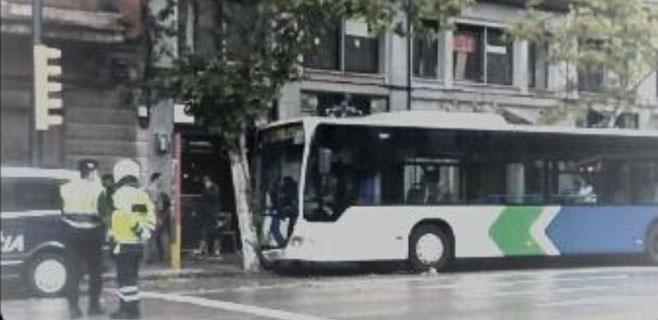 Diez heridos en un autobús de la EMT al sufrir su conductor una indisposición